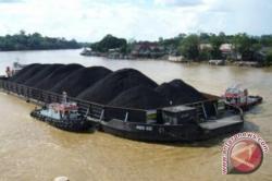 Debit Barito Naik Tongkang Dilarang Berlayar
