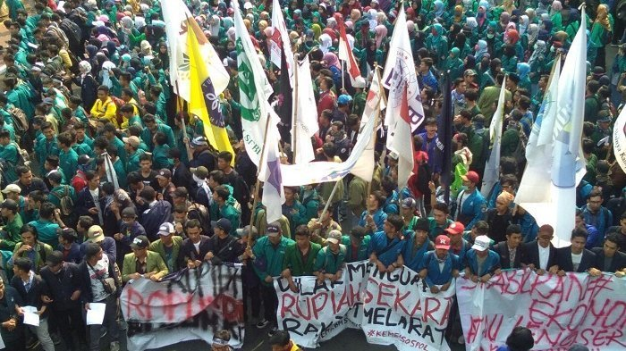 Pelemahan Nilai Rupiah, Ribuan Mahasiswa dari BEM Se-Indonesia Gelar Demo di Kantor Sri Mulyani