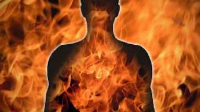 Tersulut Api Cemburu, Lelaki Ini Bakar Mantan Istrinya