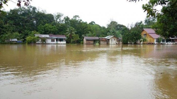 Dihantam Banjir Bandang, Jembatan di Landak Kalbar Rusak, 20 Rumah Warga Terendam