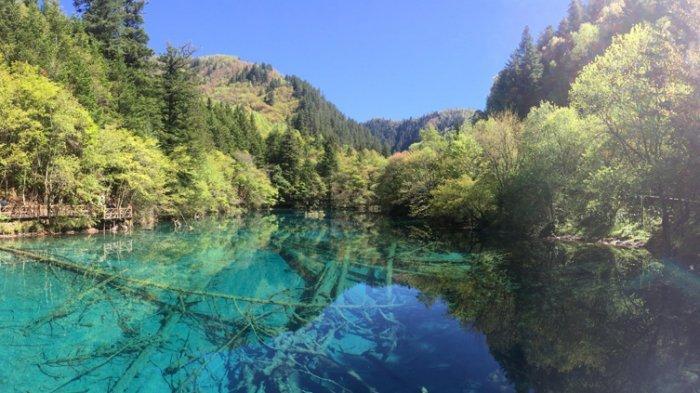 Wow Indahnya! Airnya Selalu Hangat, Danau Ini Dipercaya Sebagai Tempat Tinggal Peri