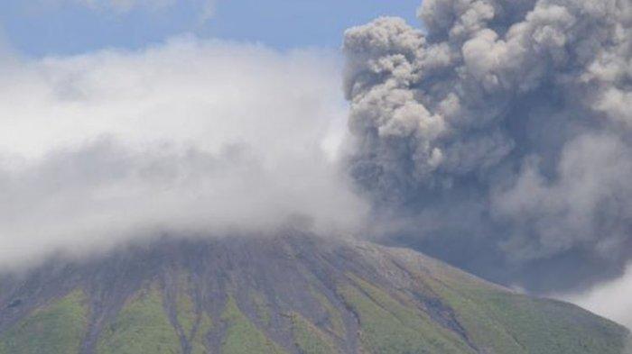 Gunung Gamalama Meletus, Semburkan Asap Kelabu ke Udara