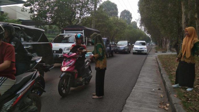 Bau Asap Menyengat, IPPNU Kalteng Malah Turun ke Jalan Cegat Pemotor, Ternyata Ini yang Dilakukan