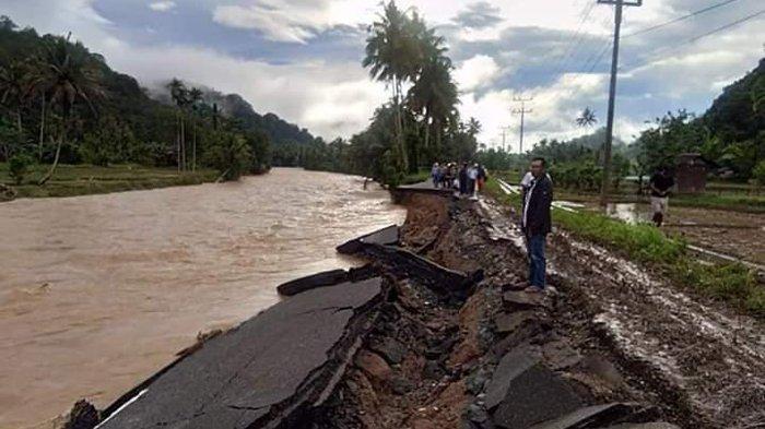 Diterjang Banjir Bandang, Akses Jalan Panyabungan-Kotanopan Putus