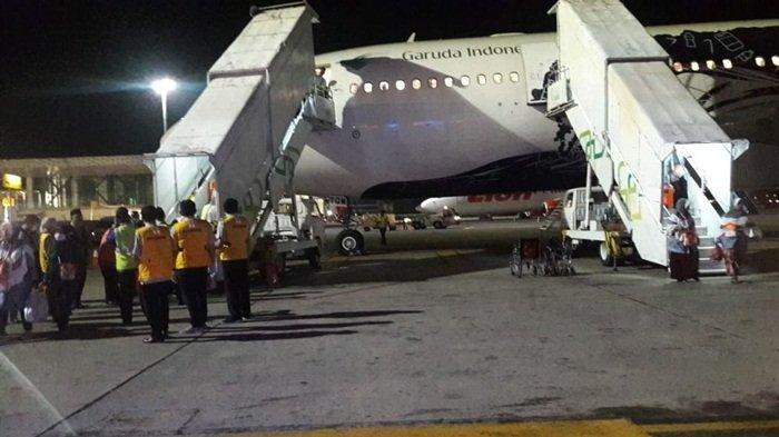 Tiba Setelah Enam Jam Tertahan di Bandara Kualanamu Medan, Tangis Haru Jamaah Keloter 8 Pecah