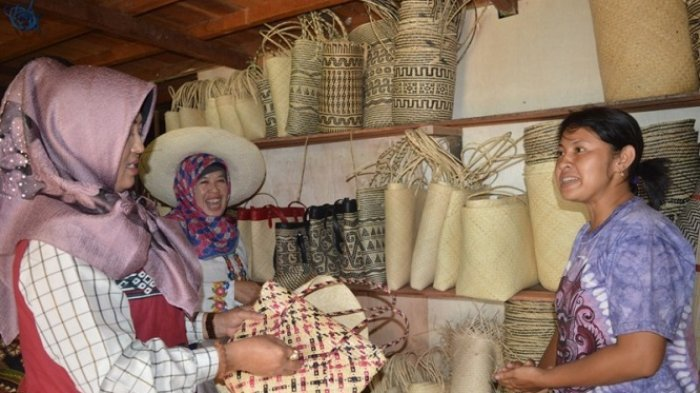 Kunjungi Kapuas, DPRD Mojokerto Tertarik dengan Produk Kerajinan Tangan Lokal