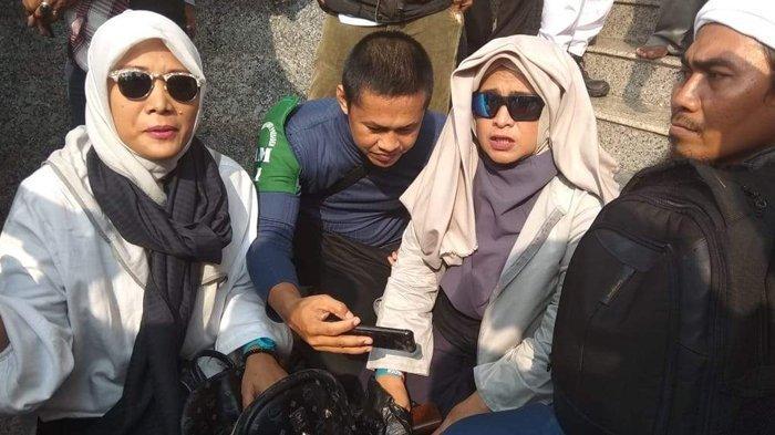 Gemuruh Takbir Sambut Neno Warisman di Pelataran Masjid Raya Batam