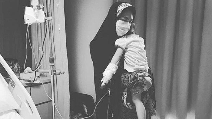 Oki Setiana Dewi Tolak Memberi Vaksin Pada Anaknya? Postingan Dokter Ini Viral!