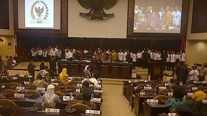 Sidang Anggota DPD RI Ricuh, Begini Kelakuan Anggotanya