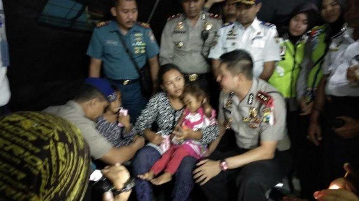 KLM Wahyu Ilahi Terbakar dan Tenggelam, 21 Penumpang Selamat Dibawa ke Pelabuhan Probolinggo