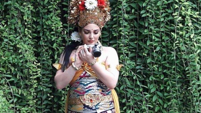 Perempuan Cantik yang Pakai Baju Adat Bali Bukan Putri Raja Salman, Tapi . . .