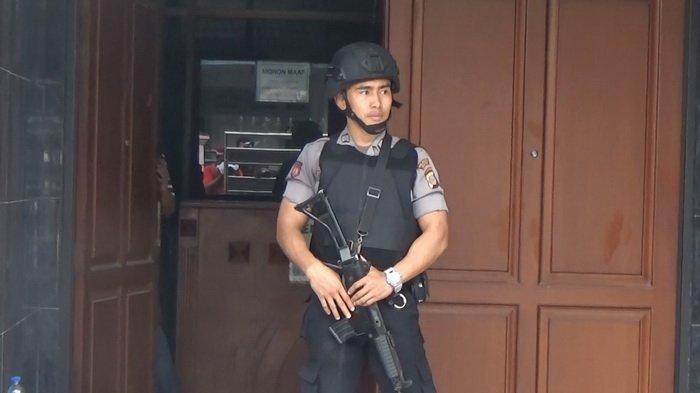 Petugas KPK Harus Menunggu 2,5 Jam Saat Hendak Geledah Rumah Bos PT SGP