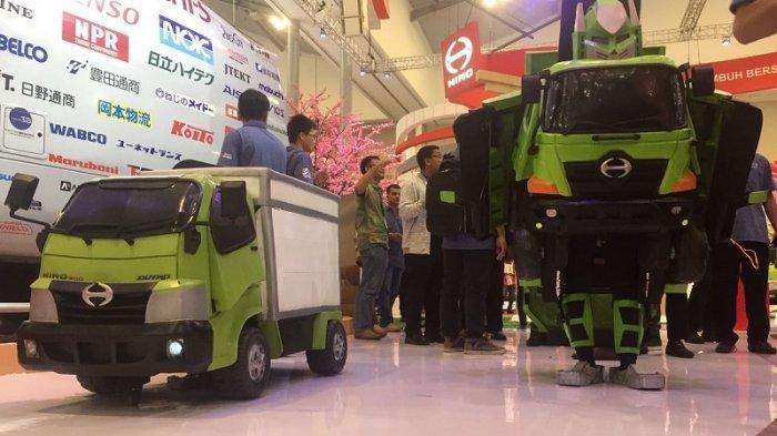 Wow! Truk Hino Ranger Mini Berubah Jadi Transformer, Jadi Rebutan Buat Selfie