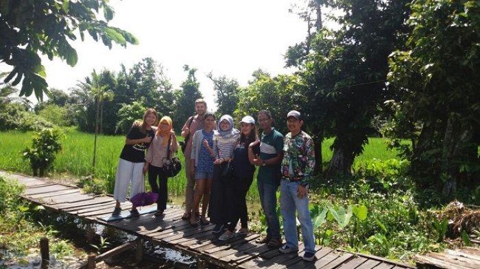 Turis dari Slovakia Ini Terkesan pada Wisata Susur Sungai di Banjarmasin