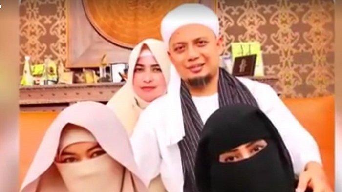 Unggah Foto Bersama Istri Ketiga, Ustaz Arifin Ilham Bicara Soal Keluarga Sakinah