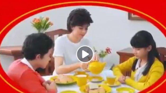 Viral Video Anak di Keluarga Khong Guan Pertanyakan Ayahnya, Sang Ibu Jawab Begini