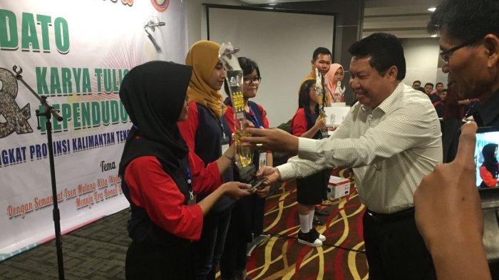 Angkat Keterampilan Sosial, Mahasiswa IAIN Palangkaraya Sabet Juara 1 Karya Tulis Kependudukan