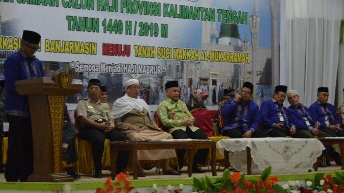Dilepas Plh Sekda, Jamaah Calon Haji Kalteng Dapat Uang Saku dari Gubernur Sugianto