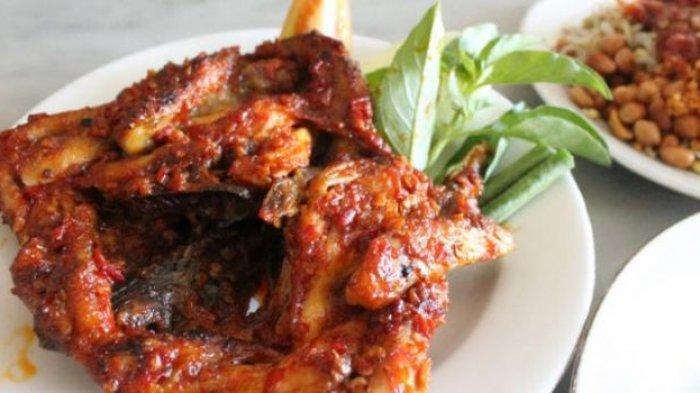 Ayam Pedas Bumbu Terasi untuk Makan Siang? Wah, Pasti Jos Nih!