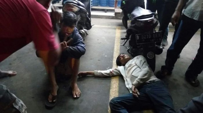 Diamuk Warga, Dua Anggota Geng Motor Babak Belur dan Minta Ampun Setelah Bacok Korbannya