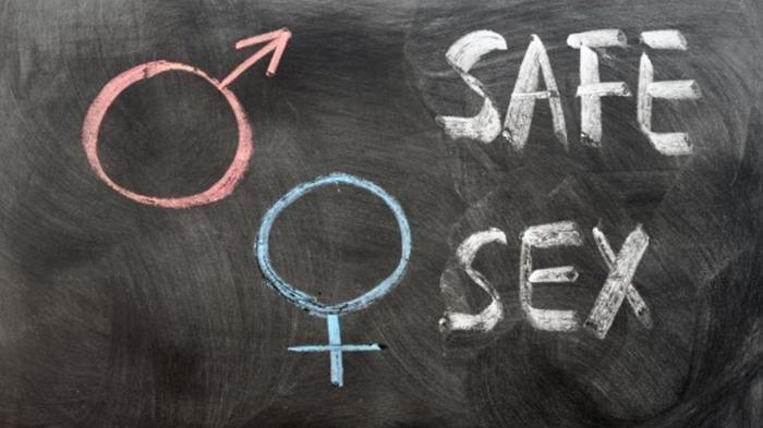 Peserta Pesta Seks Tanpa Busana Digerebek, Bisa Tukar Pasangan dan Request via Medsos