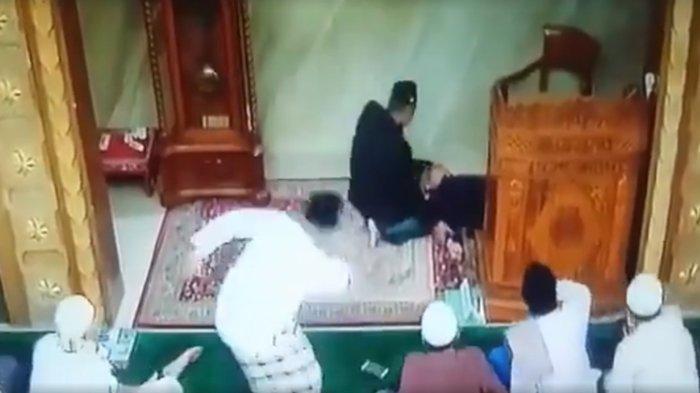 VIDEO: Innalillahi, Khatib Meninggal Dunia Saat Khotbah di Mimbar