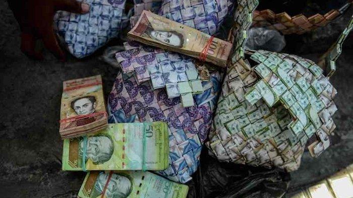 Tak Berharga, Uang Kertas di Negara Ini Malah Laku Jika Dijadikan Kerajinan Tangan