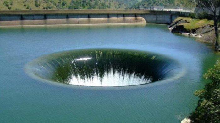 Lubang Besar Misterius di Air Pernah Bikin Heboh, Ternyata Itu . . .