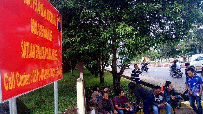 OTT KPK di HST, Belasan Wartawan Kumpul di Markas Brimobda Kalsel