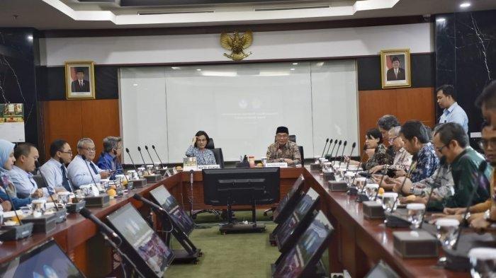 Reaksi Ganjar Pranowo Soal Usulan Mendikbud Gaji Guru Honorer Setara UMR, Diambil dari DAU