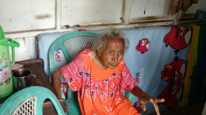 Tinggal Sendiri Di Gubuk, Begini Kehidapan Nenek Berusia 130 Tahun Ini Sehari-hari