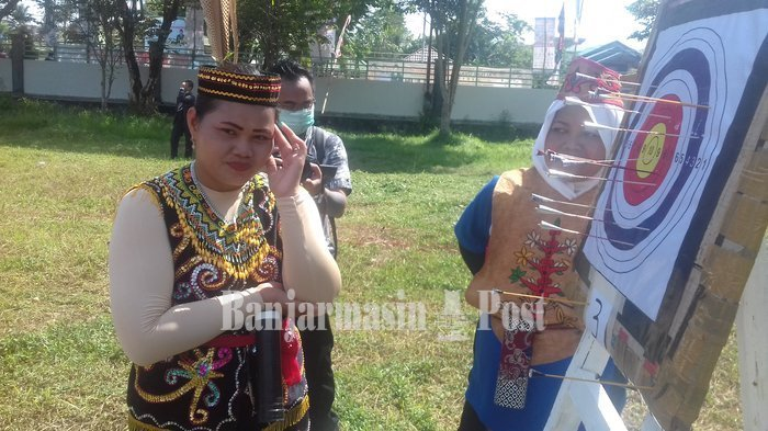 Festival Isen Mulang, Remaja Putra Putri Kapuas Adu Ketangkasan Lepas 5 Busur Sumpit