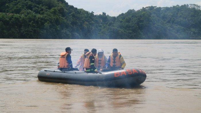 Kakek Kurnain Hilang di Sungai Kapuas, Warga Hanya Temukan Perahu yang Terbalik