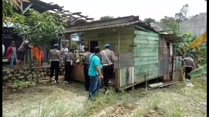 VIDEO: Penjaga Malam Tikam Lurah dan Stafnya, Kantor Kelurahan Pun Dibakar, Inikah Motifnya?