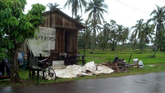 Angin Puting Beliung Ngamuk di Desa Tabanio, Rumah Warga Porak Poranda