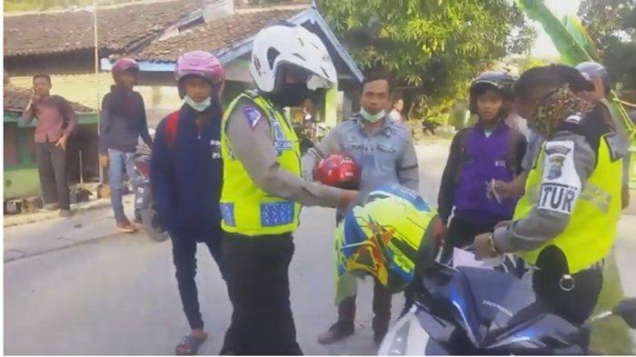 Viral! Warga Usir 2 Polisi yang Gelar Razia di Jalan Kampung, Lihat Video Lengkapnya