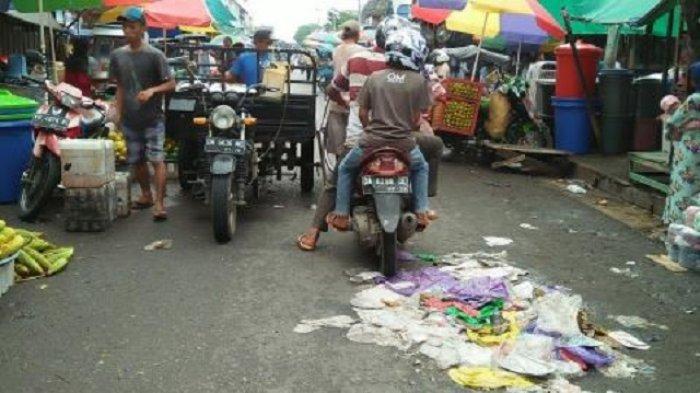 Sampah Berserakan di Pasar Kapuas, Begini Reaksi Bupati Ben Brahim