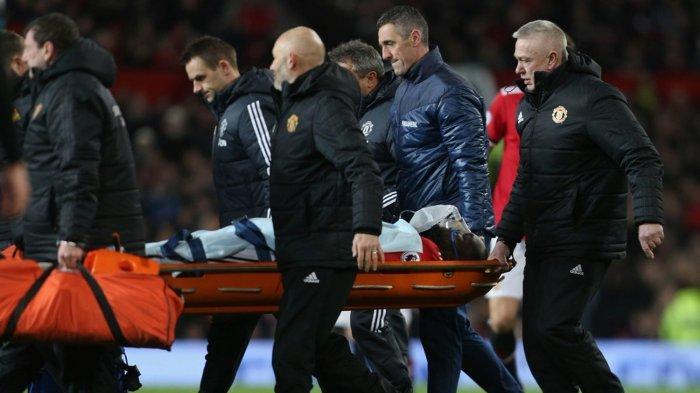 Ditanduk Wesley Hoedt, Romelu Lukaku Cedera pada Kepala dan Harus Ditandu Keluar Lapangan