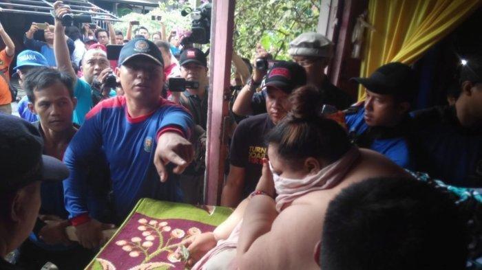 VIDEO: Wanita Berbobot 350 Kg Dibawa ke Rumah Sakit, Begini Cara Petugas Mengevakuasi Titi Wati