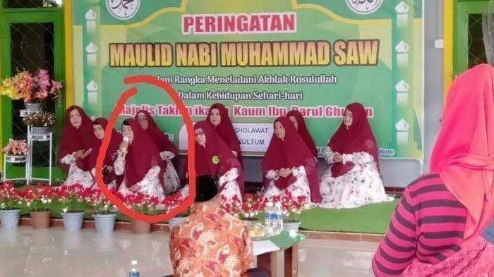 Mendadak Lemas, Vivi Suhartini Meninggal Dunia saat Pimpin Sholawat di Panggung Maulid Nabi