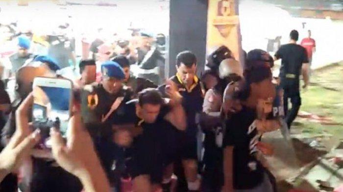 Ricuh Seusai Laga Madura United Vs Borneo FC, Ternyata IIni yang Bikin Suporter Marah