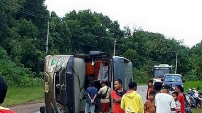 Bus Yessoe Terbalik di Ruas Sampit-Pangkalanbun, Arus Kendaraan Tersendat