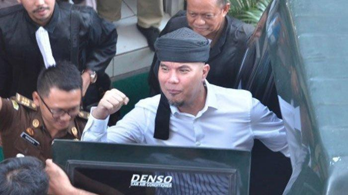 Ahmad Dhani Teriakkan Nama Wiranto, Baca Arti Surat An Nisa Ini di Depan Hakim