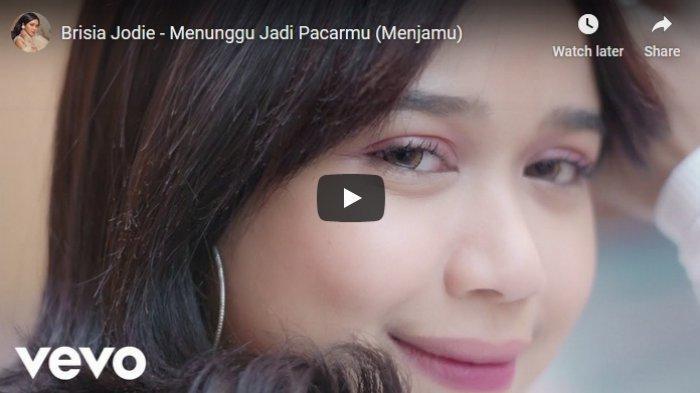 Download Lagu Menunggu Jadi Pacarmu (Menjamu) MP3 dari Brisia Jodie