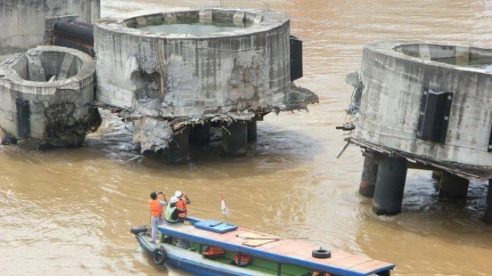 Jembatan Mahakam Bergetar Saat Ditabrak Kapal Tongkang Pengangkut Batu Bara