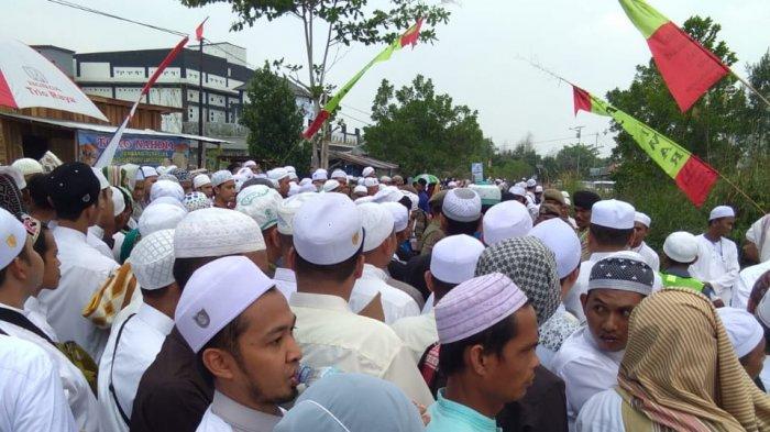 Jamaah Habib Umar Bin Hafidz Padati Kawasan di Jalan Jati Panarung, Ada Apa?