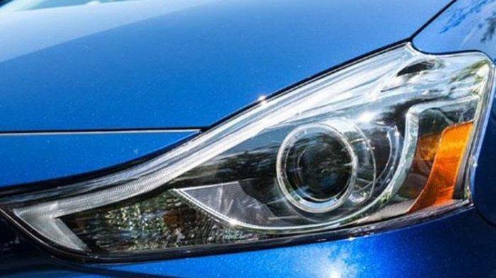 Kaca Lampu Mobil Mengembun Saat Musim Hujan, Ini Tips Mencegahnya