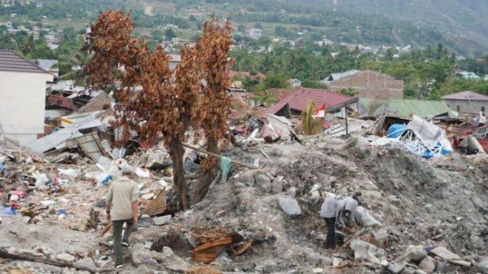 Uang Jutaan Rupiah Berserakan di Tanah, Diduga Milik Korban Gempa Tsunami Sulteng, Videonya Viral