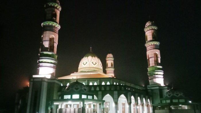 KaltengPedia: Masjid Wahyu Al-Hadi Sampit, Diresmikan 2004 Oleh Sejumlah Dai