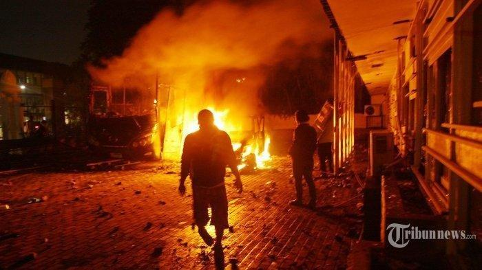 Mobil Rubicon Terbakar Saat Aksi Massa Tadi Malam, Ternyata Milik Wakil Ketua KONI DKI